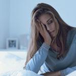 Fatigue - Eine Frau kämpft gegen die quälende Müdigkeit