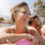 Frauen im Schwimmbad