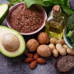 Lebensmittel mit gesunden Fetten für eine Ernährung bei Multipler Sklerose