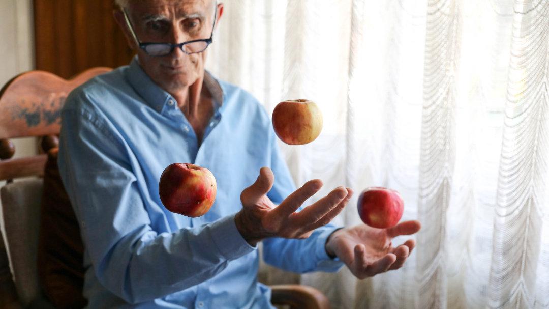Durch Jonglieren kann die Hirnsubstanz tatsächlich wieder zunehmen