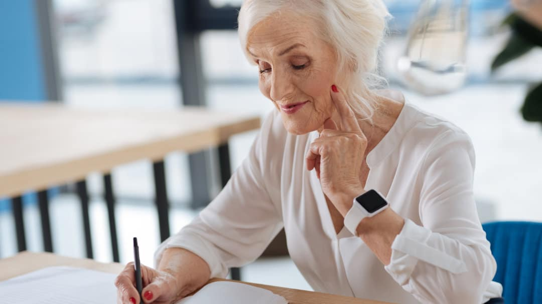 Schreiben oder der Umgang mit neuer Technik kann zum Erhalt der Hirnleistung beitragen