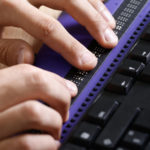 Technische Hilfsmittel übersetzten Bildschirminhalte in Blindenschrift