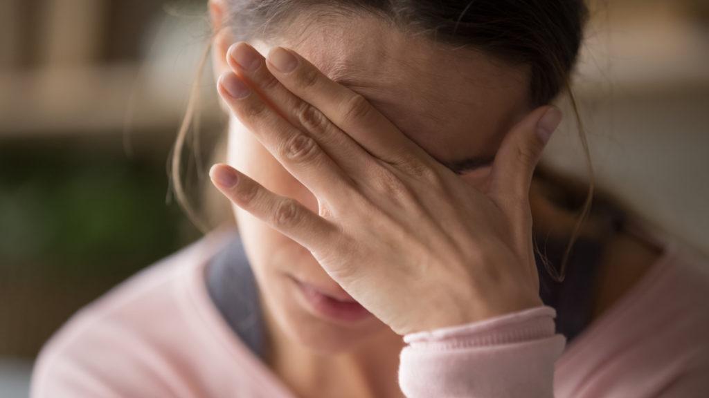 Abgeschlagenheit kann ein Symptom für stille Entzündungen sein.