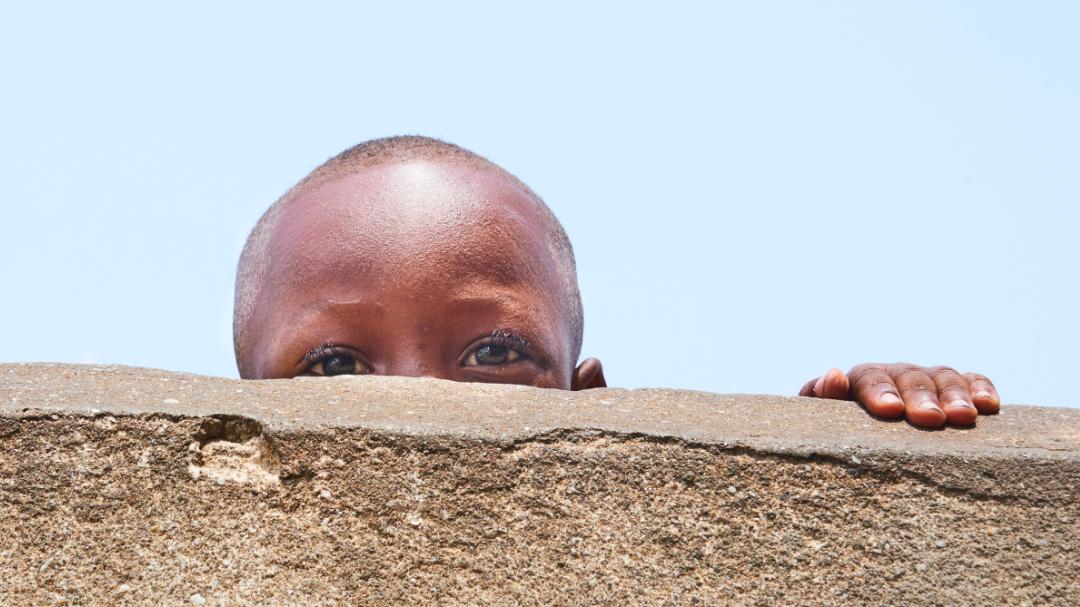 Organisationen der Entwicklungszusammenarbeit klären vor Ort über Augengesundheit auf.
